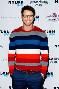 Kellan-lutz-nylon-magazine-guys-cover-party-11112011-05-430x642