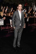 Breaking-dawn-cast-red-carpet-11152011-47-430x637