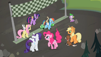 Main ponies at the finish line S02E07