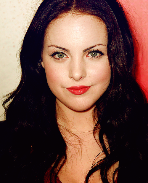 Elizabeth Gillies Loose Waves Hairstyle Makeup Tips And Fashion