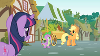 Applejack talks to Twilight about Pinkie&#39;s sense S1E15