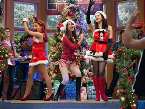 Victorious-christmas-tori-1