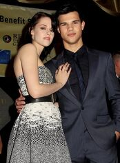 Gallery main-kristen-stewart-taylor-lautner-new-moon-knoxville-photos-11182009-02