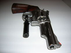800px-S&amp;W .357 Magnum With Laser Sight
