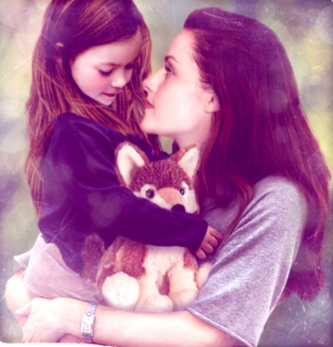 461px-Bella and renesmee