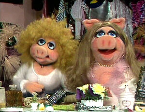 TMS-AnnieSue&amp;MissPiggy