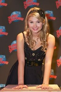 Normal Stefanie Scott-Planet-Hollywood2 20120111123501 640 480