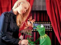 Germany-Berlin-Hotel-Ritz-Carlton-Kermit&amp;Piggy-(2012-01)-02