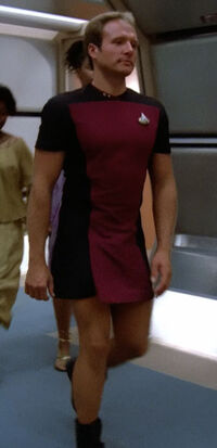 Enterprise-D lieutenant in skant