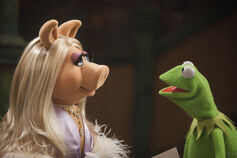Themuppets2011still kerpiggy2