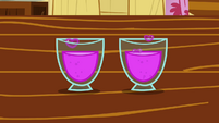 CMC&#39;s glasses of totally not love concoction S2E17