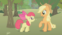 Applejack talks to Apple Bloom S1E12