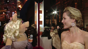 BAFTA-Awards-2012-MissPiggy&GillianAnderson