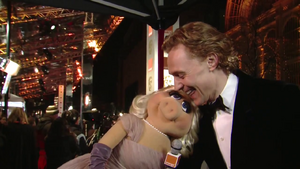 BAFTA-Awards-2012-MissPiggy&amp;TomHiddleston