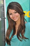 Victoria Justice 2009-Teen-Choice-Awards Vettri.Net-03