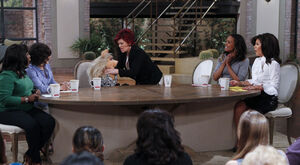 TheTalk-321-MissPiggy&amp;SharonOsbourne-(2012-03-21)