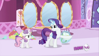 Rarity hiding the bag S2E23