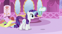 Rarity picking up saddlebag with magic S2E23