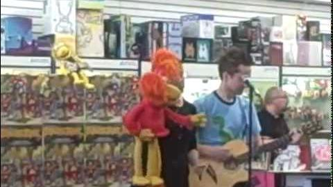 Red Fraggle singing at Meltdown Comics