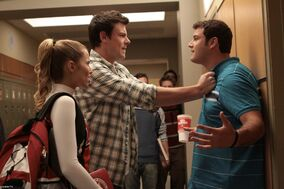 1x08-Mashup-Promo-Photos-glee-8505064-1950-1300