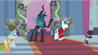 Rarity sees weird queen S2E26