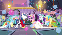 Rarity dance S2E26