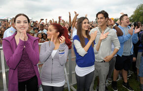 Victoria+Justice+Ariana+Grande+Nickelodeon+wU3wQ2CbTUUl