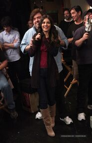 Victoria Justice On Set Of Victorious Surprise Birthday party-01-560x868