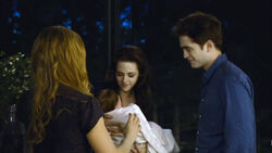 Twilight-breaking-dawn-2-edward-bella-baby-images