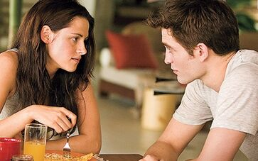 Choose Between Romantic Edward And Rainy Jacob First Breaking Dawn Images 1304011318
