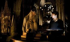 1000px-Dumbledore and Harry at the Headmaster's office HBP