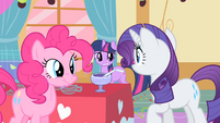 Rarity looking to Twilight for help S01E25