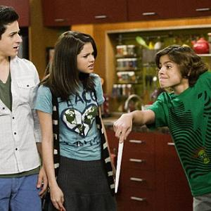 Dude Looks Like Shakira further The Russo Family Wizard Is moreover Feiticeiros De Waverly Place 2 as well Uncle Ernesto additionally Selena Gomezs Tv Uncle Hates To See Singer Sexualized. on wizards of waverly place uncle kelbo