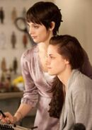180px-Breaking-dawn-stills-05022011-04