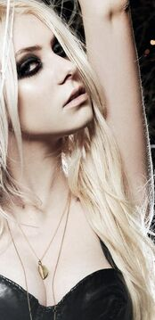 Taylor Momsen 004