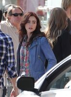 Lily-collins-082112-3