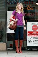 Taylor swift 77825 celebutopia taylor swift wearing boots while waiting outside jerry0s deli 22 122 618lo xpXnnaC sized
