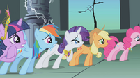 Main 6 anxiously awaiting Luna's response to Celestia's truce S1E02
