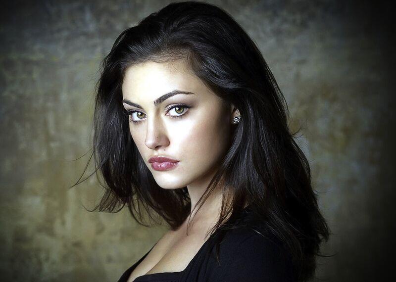 Quel acteur, quelle actrice, pour quel personnage ? - Page 4 800px-Phoebe_Tonkin_Wallpaper