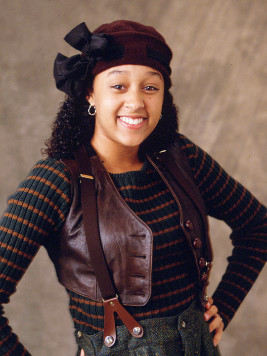Tia Andrea Landry ( Tia Mowry ) is Tamera Campbell 's twin sister an ...