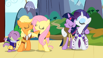 Spike, Applejack, Fluttershy, Twilight and Rarity singing S02E11