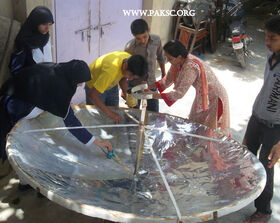 Para bolic solar cooker remaking school students (18)