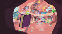 Rogue Parasprite lifts book in Twilight's library S1E10