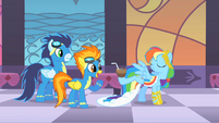 Rainbow Dash amuses Soarin&#39; and Spitfire S1E26