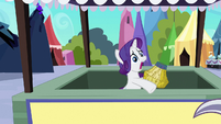 Rarity finishes making basket S3E2