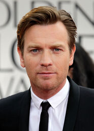 Esq-07-ewan-mcgregor-golden-globes-2012-011512-mdn