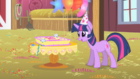 Twilight looks at Pinkie's birthday cake S1E25