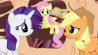 Fluttershy trying to get Rarity&#39;s and Applejack&#39;s attention S3E05