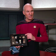 Picard displays Data&#39;s medals