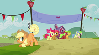 Applejack with a flag S3E08